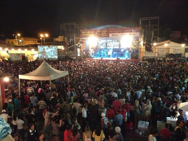 Resultado de imagem para CABROBO EM FESTA