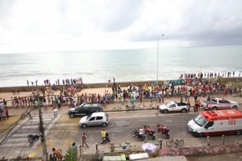 Resultado de imagem para IMAGENS de Globocop cai na orla da Zona Sul do Recife e deixa dois mortos