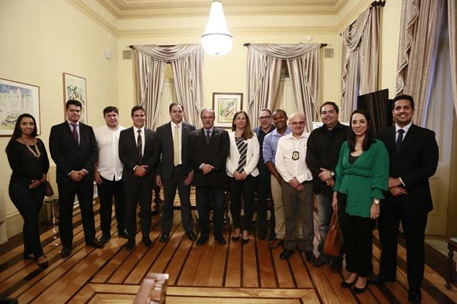 8205c9ed63fce No próximo mês de junho as unidades prisionais de Pernambuco receberão o  reforço de mais 157 agentes penitenciários. O governador Paulo Câmara  assinou