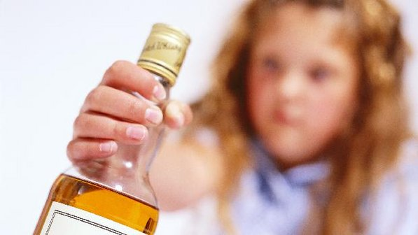 http://www.geraldojose.com.br/ckfinder/userfiles/images/garrafa-alcoolismo-crianca-20010207-size-598.jpg