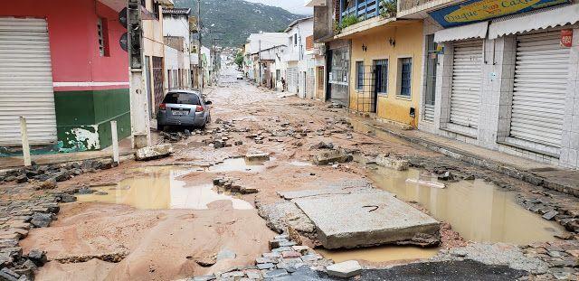 Resultado de imagem para Jacobina [choveu 130 mm em poucas horas, estragos nas ruas