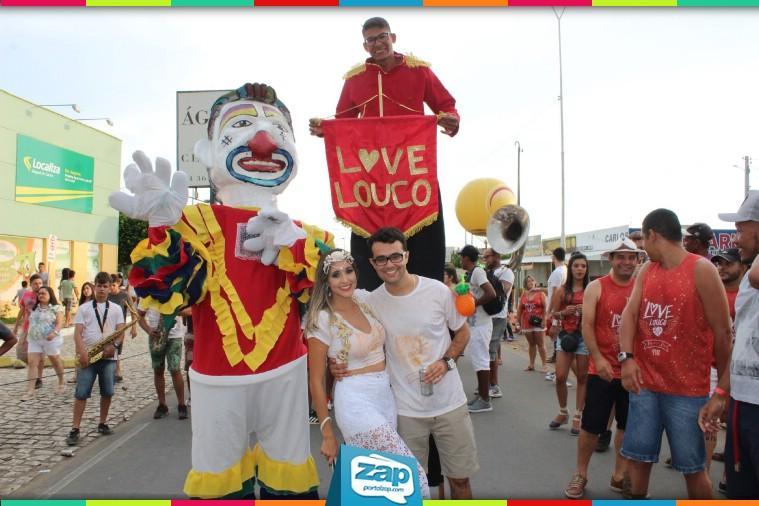 f0b09d1a0d Você já imaginou fazer sua despedida de solteiro em plena avenida do  Carnaval  O casal João Victor e Iasmin Duarte inovaram e resolveram  comemorar ...