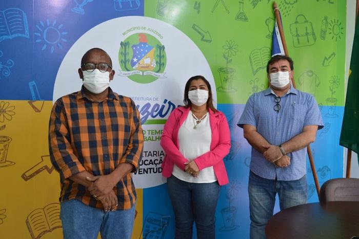 HELDER AMORIM DISCUTE EM JUAZEIRO POSSIBILIDADE DE MUNICIPALIZAR ESCOLAS ESTADUAIS